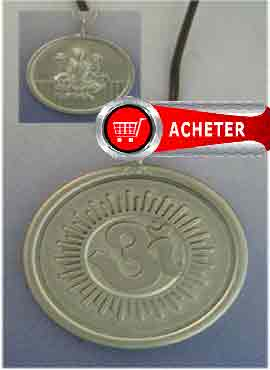 medaille symbole Om et déesse Lakshmi. Pendentif argent massif amulette bonheur